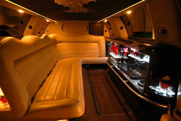 8 Person Lincoln Limo Service South Bend